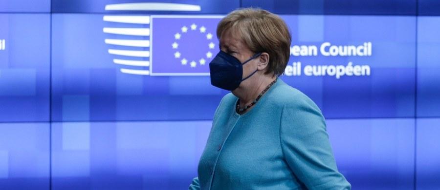 W najbliższym czasie nie dojdzie do szczytu UE-Rosja na poziomie szefów państw i rządów - poinformowała w nocy z czwartku na piątek w Brukseli kanclerz Niemiec Angela Merkel po kilkugodzinnej dyskusji z unijnymi przywódcami na ten temat.