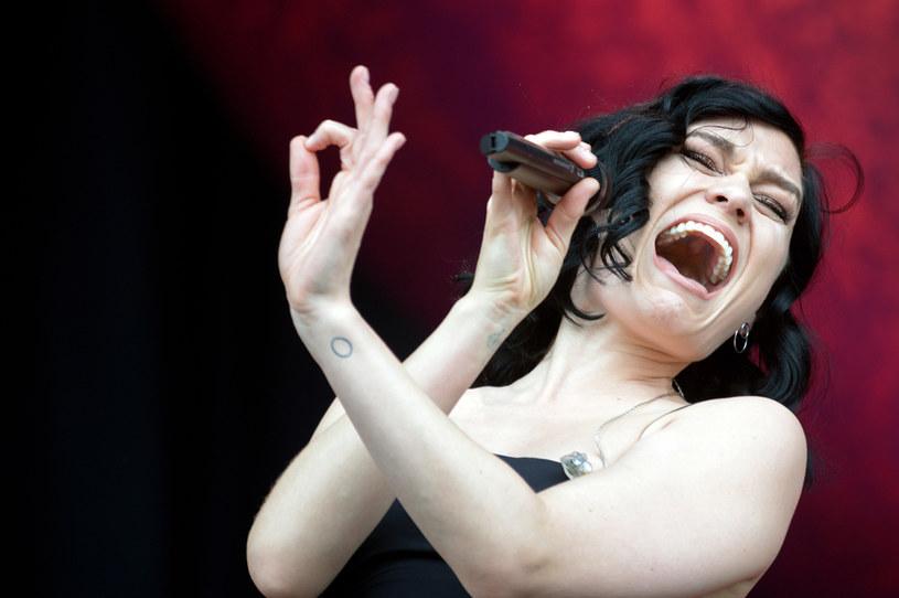 Brytyjska gwiazda Jessie J przyznała, że walczy z myślami o zakończeniu kariery po tym, jak zdiagnozowano u niej poważne problemy zdrowotne. Gwiazda przyznała, że cały czas zmaga się z bólem.