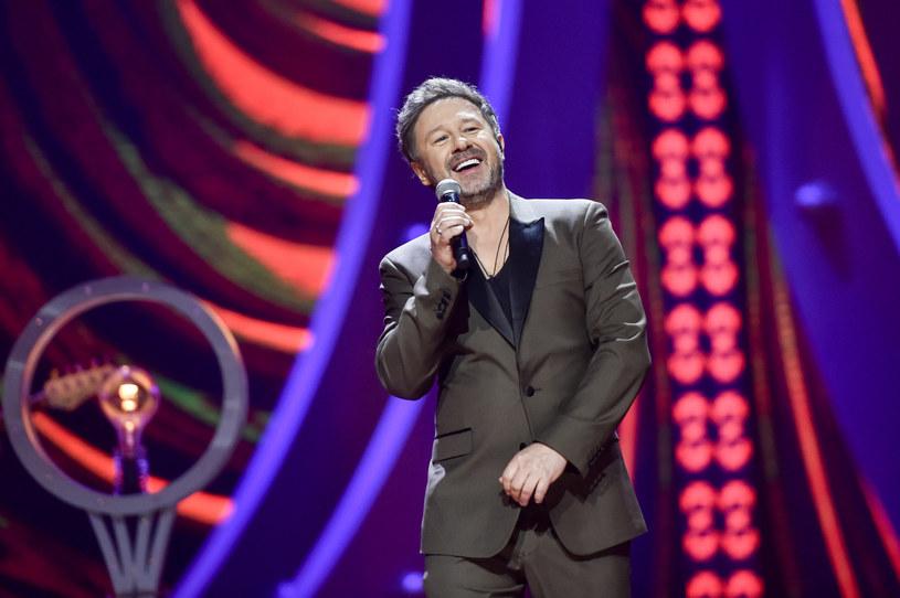 """Andrzej Piaseczny opublikował teledysk do utworu """"Miłość"""". Potwierdził, że piosenka, w której opowiada o uczuciu do mężczyzny opowiada o nim samym."""