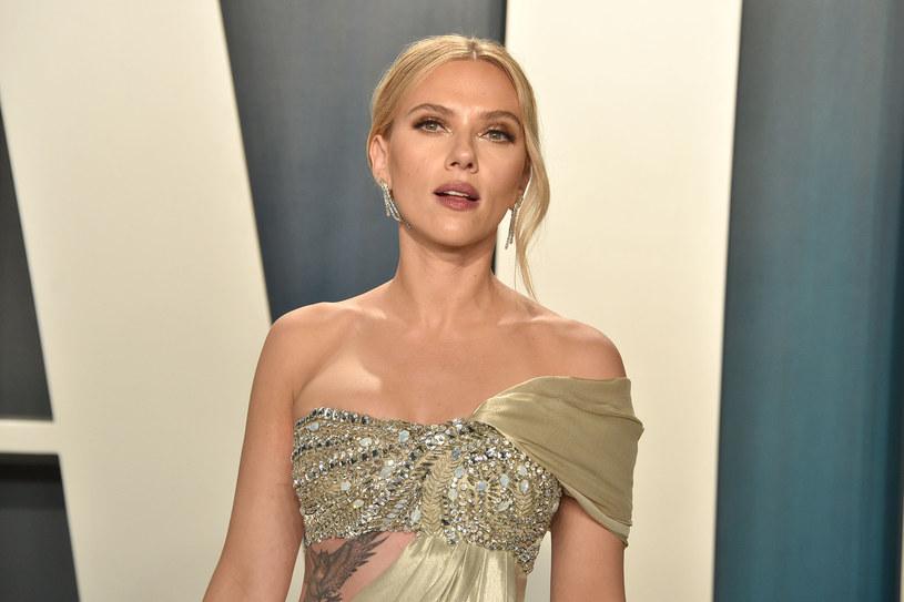 """Scarlett Johansson uznawana jest za jedną z najseksowniejszych, a zarazem najzdolniejszych hollywoodzkich aktorek. We wtorek Polsat Film przypomni jej kreację w komedii """"Ostra noc"""", co jest wspaniałą okazją, by przypomnieć, w jaki sposób dotarła na szczyt."""