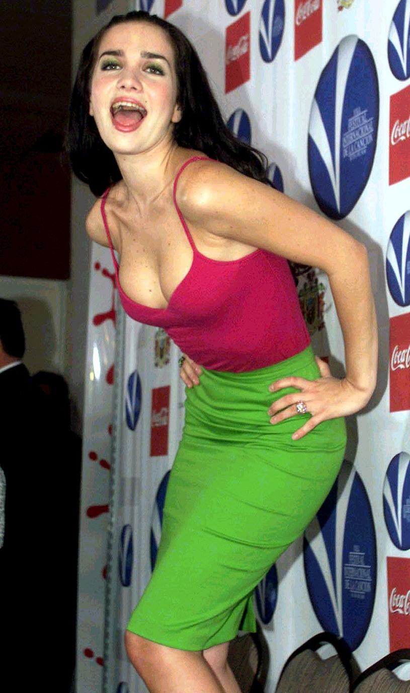 """Znana przede wszystkim z serialu """"Zbuntowany anioł"""" Natalia Oreiro zaprezentowała się w całkowicie nowej odsłonie. Wokalistka wrzuciła zdjęcia w blond włosach. Nowy image związany jest z rolą w serialu """"Santa Evita""""."""