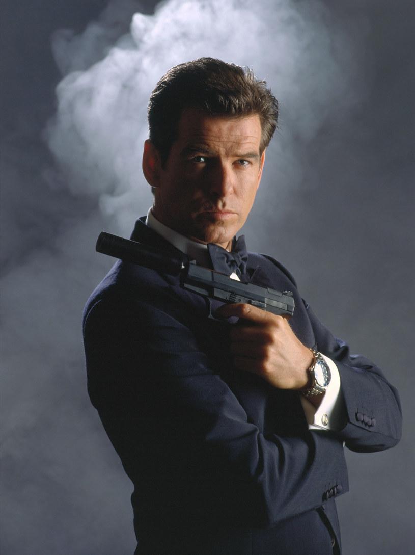 """Podczas gdy widzowie wciąż czekają na nowy film o przygodach Jamesa Bonda, nie milkną spekulacje na temat następcy żegnającego się z tą ikoniczną rolą Daniela Craiga. Do dyskusji dołączył właśnie Pierce Brosnan, który czterokrotnie wcielił się w słynnego brytyjskiego szpiega. Aktor wyznał, kto jest według niego najlepszym kandydatem do tej roli. """"Na myśl od razu przychodzi mi Idris Elba. Ma doskonałą prezencję i myślę, że przywróciłby tej postaci dawny styl"""" - zdradził."""