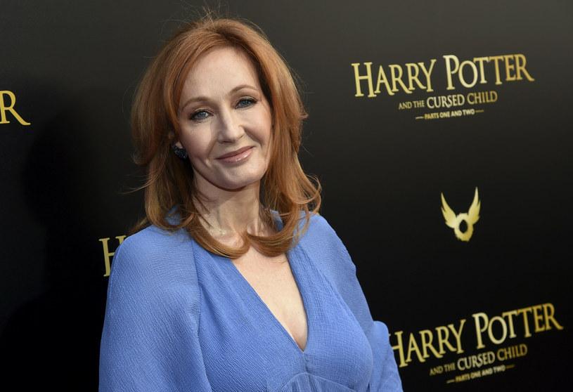 """Przedstawienie """"Harry Potter i przeklęte dziecko"""" powraca na Broadway po roku przerwy związanej z pandemią COVID-19. Czy będzie towarzyszył mu skandal, który jakiś czas temu wybuchł wokół twórczyni i producentki spektaklu, J.K. Rowling."""