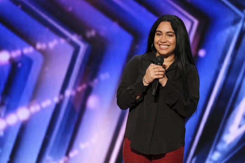 """Jayy Nunez dała emocjonalny występ w najnowszym odcinku amerykańskiego """"Mam talent"""". Uczestniczka opowiedziała wstrząsającą historię na temat śmierci swoich rodziców. To wyznanie oraz jej śpiew poruszył jurorów."""
