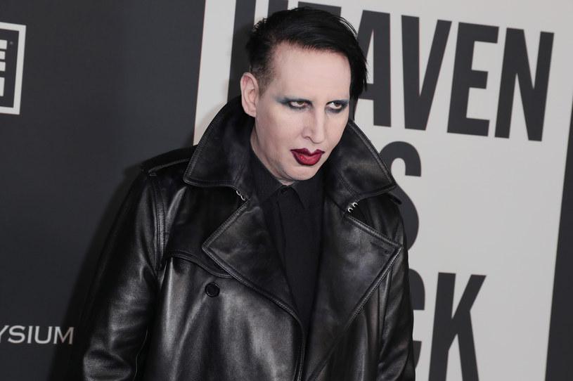 Kilka miesięcy temu pojawiły się pierwsze oskarżenia Marilyna Mansona. Według zeznań kilku kobiet muzyk miał je wykorzystywać seksualnie. Teraz modelka, Ashley Morgan Smithline złożyła pozew przeciwko Mansonowi.