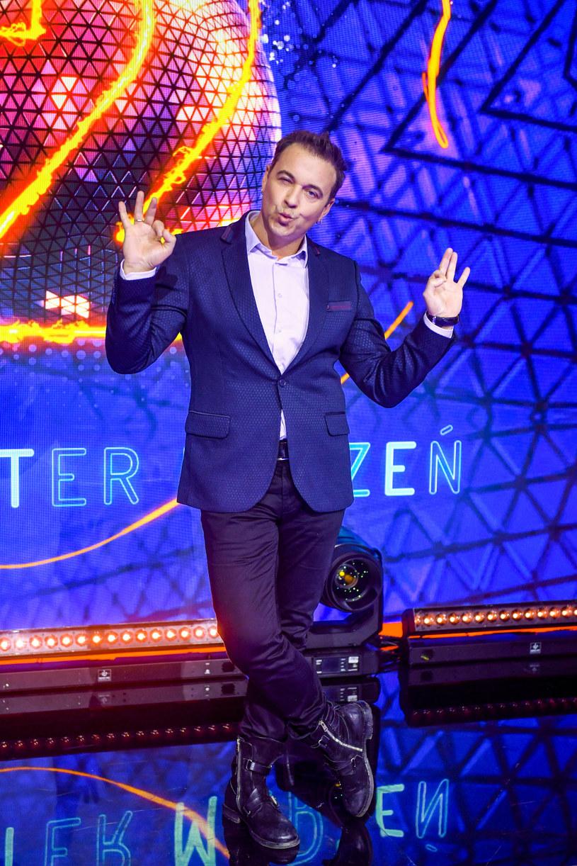 Producenci popularnego tanecznego show Polsatu ujawnili nazwisko kolejnej gwiazdy, która wystąpi w najbliższej edycji. Swoim talentem na parkiecie popisze się Radek Liszewski, lider discopolowej grupy Weekend.