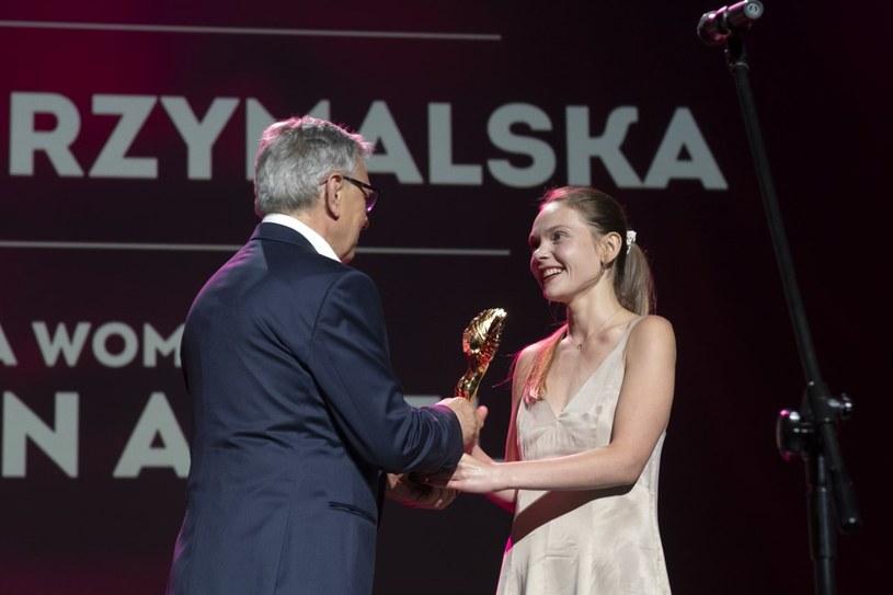 """Sandra Drzymalska z """"Sexify"""" została laureatką Złotego Anioła Bella Women na festiwalu Tofifest. Znana z serialu """"Sexify"""" aktorka zadedykowała ją kobietom (""""abyśmy miały prawo do decydowania o sobie i swoim życiu"""") oraz osobom LGBT (""""aby mogły doznać pełnej i wolnej miłości"""")."""