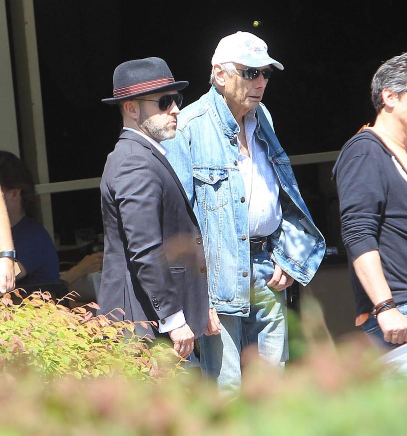 """5 lipca świat obiegła smutna wiadomość o śmierci popularnego reżysera Richarda Donnera, autora takich filmów jak m.in. """"Zabójcza broń"""" i """"Superman"""". Spośród wielu osób, które pożegnały tego artystę w mediach społecznościowych, najbardziej wzruszająco zrobił to Jeff Cohen, który w przygodowym filmie """"Goonies"""" zagrał rolę ulubieńca widzów, Kloca. Cohen wiele zawdzięcza Donnerowi."""