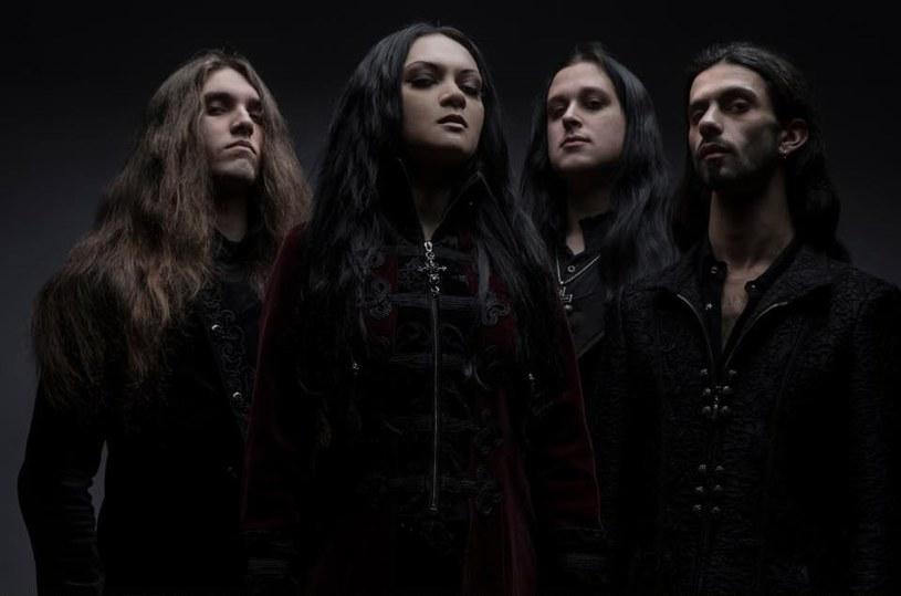 Specjalizująca się w symfonicznym metalu, amerykańska grupa Seven Spires szykuje się do premiery trzeciego longplaya.