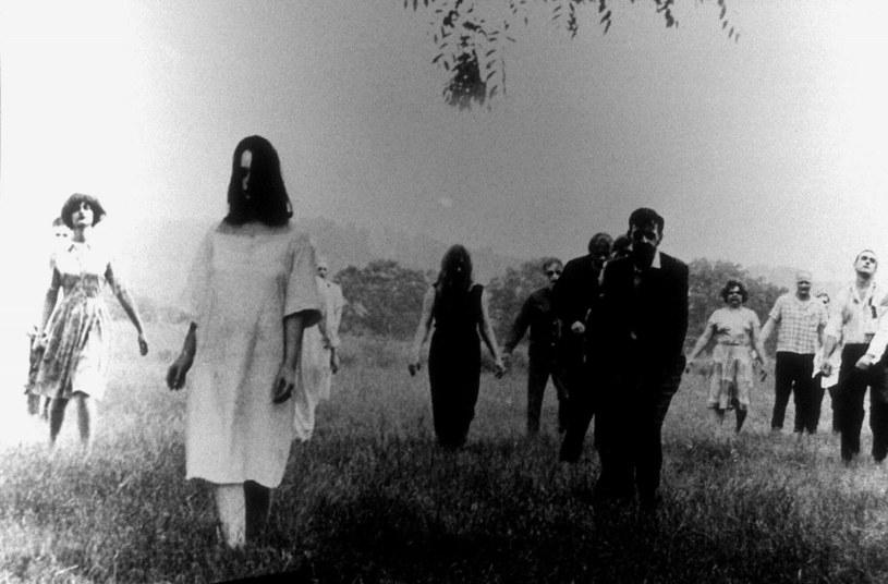 """Wyreżyserowana przez George'a A. Romero """"Noc żywych trupów"""" z 1968 roku to jeden z najbardziej znanych horrorów w historii kina. Zmienił oblicze tego gatunku raz na zawsze. Od momentu jego premiery doczekał się wielu kontynuacji oraz hołdów - wśród których był nawet krótkometrażowy film """"Night of the Living Bread"""" (""""Noc żywego chleba""""). Nie było jednak wśród nich animowanej wersji filmu Romero. Teraz już będzie. Wszystko za sprawą filmu """"Night of the Animated Dead"""" (""""Noc animowanych trupów"""")."""