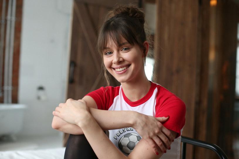 """Emma Giegżno ma zaledwie 26 lat, ale skrupulatnie uzupełnia swoje aktorskie portfolio o kolejne udane role. Widzowie mogą pamiętać ją z filmów """"Underdog"""", """"W jak morderstwo"""" czy z serialu """"Szadź"""". W rozmowie z Interią opowiedziała o tym, dlaczego film """"Lokal zamknięty"""" traktuje jako swoje dziecko oraz co w roli prostytutki Natki było dla niej największym wyzwaniem."""