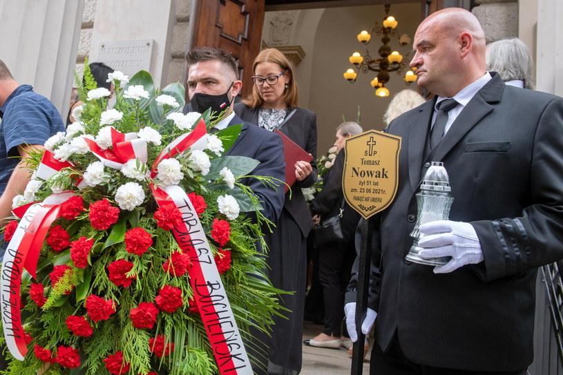 Na Starym Cmentarzu w Łodzi rodzina, przyjaciele i współpracownicy pożegnali w czwartek dziennikarza Telewizji Polskiej Tomasz Nowaka.