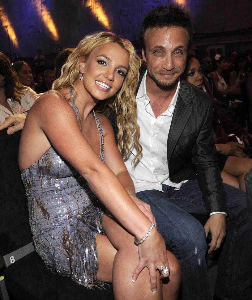 Sprawa opieki prawnej nad Britney Spears wciąż rozgrzewa media na całym świecie. Tym razem doszło do roszad personalnych w jej towarzystwie. Swoją rezygnację złożyli menedżer gwiazdy i prawnik, który do tej pory reprezentował ją w sądzie.