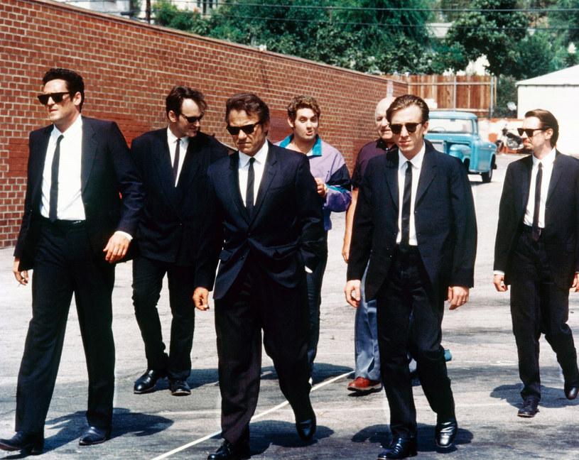 """Quentin Tarantino kontynuuje swoją podróż po filmowych podcastach, w których zdradza kolejne informacje na wszelkie możliwe tematy. Tym razem po raz kolejny powrócił do swojego pomysłu nakręcenia remake'u """"Wściekłych psów"""". Zdradził, że gdyby taka nowa wersja powstała, w obsadzie zatrudniłby wyłącznie czarnoskórych aktorów."""