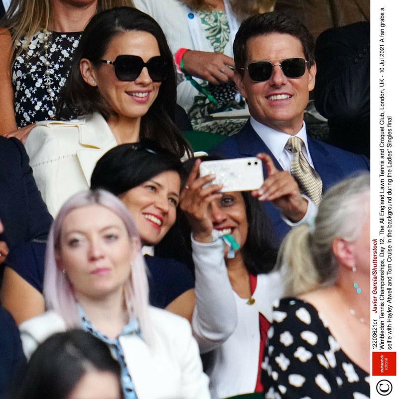 Tom Cruise pojawił się na finale damskiego Wimbledonu w towarzystwie swojej pięknej partnerki, Hayley Atwell. Okazuje się, że jest od niego o młodsza o 20 lat.