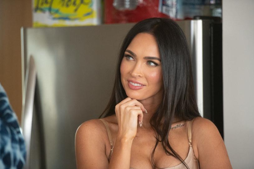 """Powracająca """"na salony"""" aktorka zaczyna coraz odważniej wzbudzać zainteresowanie mediów. Wykorzystuje do tego przede wszystkim swoje media społecznościowe. Tym razem umiejętnie odgrzała wątek swojego biseksualizmu. W weekend opublikowała bowiem na instagramowym profilu zaproszenie do restauracji. Z kim chciała się spotkać? Z Adrianą Limą, brazylijską supermodelką."""