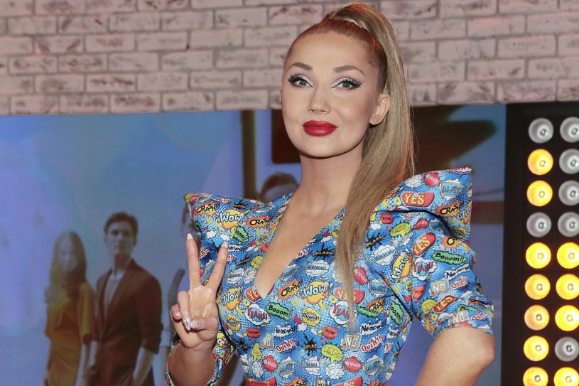 """Cleo pokazała zwiastun do swojego najnowszego singla """"Polskie Mexico"""". Gościnnie usłyszymy w nim Lexy Chaplin z Ekipy. W teledysku pojawi się tez plejada gości."""