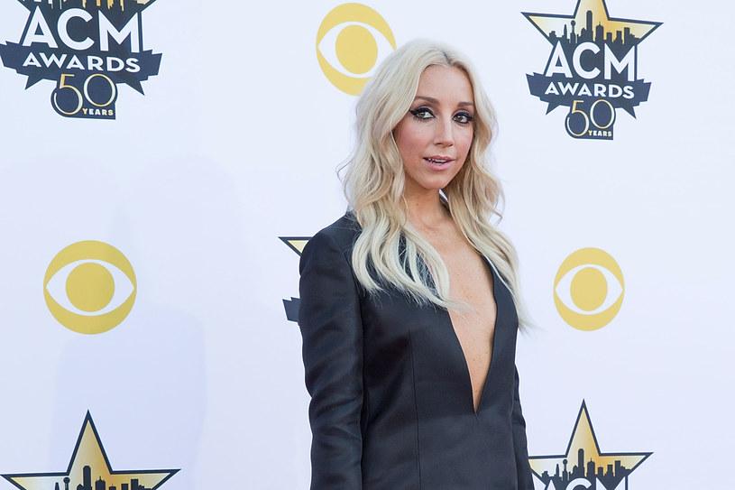 Gwiazda country Ashley Monroe ujawniła, że choruje na rzadką odmianę raka krwi - Makroglobulinemię Waldenströma. Artystka oznajmiła, że w najbliższym czasie rozpoczyna chemioterapię.