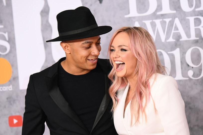 Emma Bunton, jedna z wokalistek zespołu Spice Girls, wzięła ślub z muzykiem Jade'em Jonesem, a zdjęcia z utrzymywanej w sekrecie ceremonii opublikowała na Instagramie. Jednymi z pierwszych osób, które pogratulowały młodej parze, były koleżanki panny młodej z zespołu.