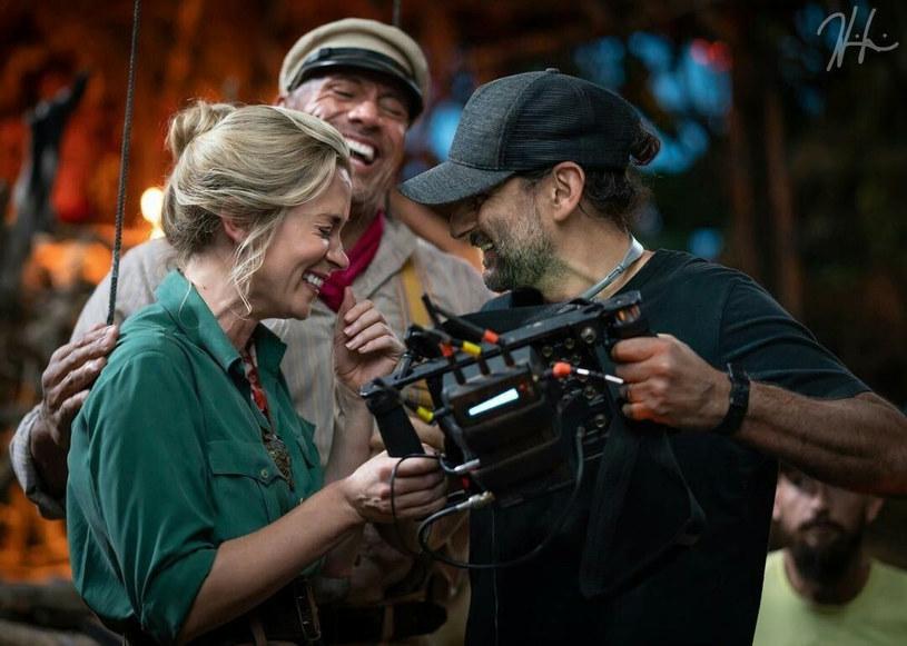 """30 lipca na ekrany polskich kin trafi film przygodowy """"Wyprawa do dżungli"""", w którym główne role zagrali Emily Blunt i Dwayne Johnson. Choć oboje wspominają pracę na planie jako """"wspaniałe, ubogacające doświadczenie"""", to nagrywanie jednej z kluczowych scen produkcji okazało się dla nich ogromnym wyzwaniem. Mowa o scenie pocałunku. """"Musiałam się upić, żeby to zrobić"""" – wyznała Blunt."""