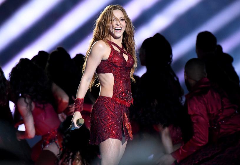 """Kolumbijska piosenkarka i autorka tekstów oraz wielokrotna zdobywczyni Grammy i Latin Grammy - Shakira powraca z wybuchowym singlem """"Don't Wait Up""""."""