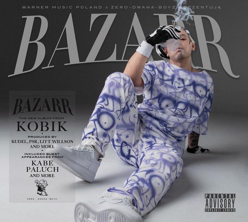 """Każdy, kto przez lata forsował (często niełatwą do obronienia) tezę o dużych umiejętnościach krakowskiego rapera, może wreszcie rozsiąść się w fotelu i powiedzieć dyskutantom: a nie mówiłem? """"Bazarr"""" to album, na który kariera Kobika czekała stanowczo zbyt długo."""