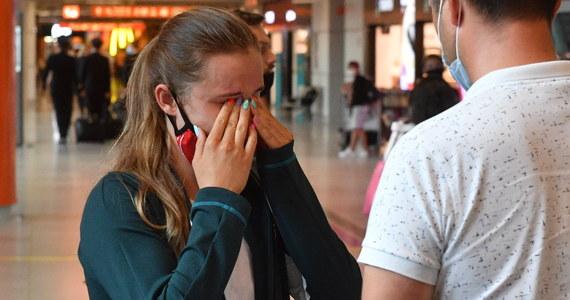 Ze łzami w oczach do Polski wrócili pływacy, którzy przez błąd w zgłoszeniu przesłanym przez Polski Związek Pływacki nie mogą wziąć udziału w igrzyskach olimpijskich w Tokio. Sportowców zawrócono do kraju. Teraz oskarżają związek o błędy i brak poszukiwania porozumienia ze Światową Federacją Pływacką.
