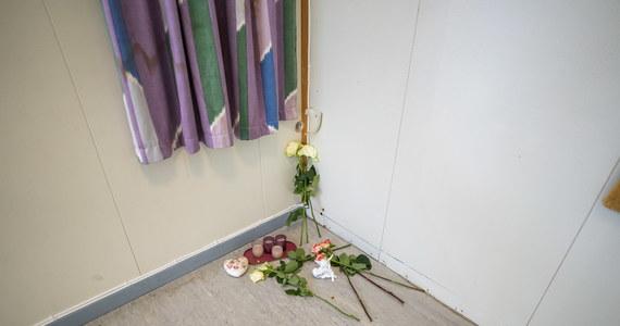 10 lat temu 22 lipca 2011 roku Anders Breivik zdetonował ładunek wybuchowy w rządowej dzielnicy Oslo, a następnie dokonał masakry, strzelając z karabinu do uczestników obozu młodzieżówki Partii Pracy. W obu miejscach zginęło łącznie 77 osób, a ponad 200 zostało rannych. Norwegowi nie podobał się sposób sprawowania władzy przez lewicową Partię Pracy, która według niego była zbyt otwarta na imigrantów.