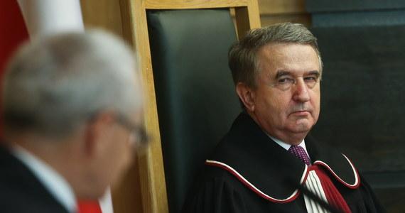 Wciąż nie wiadomo, kiedy Sejm wybierze nowego sędziego Trybunału Konstytucyjnego. Marszałek Sejmu Elżbieta Witek nie ogłosiła nowego naboru kandydatów, a w piątek kończy się kadencja Leona Kieresa - ostatniego sędziego TK niewybranego przez PiS.