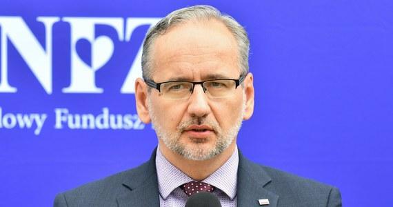 Prognozy są takie, że czwarta fala koronawirusa się pojawi. Jej kulminacja czy przyspieszenie mogą nastąpić pod koniec wakacji - powiedział minister zdrowia Adam Niedzielski na konferencji prasowej we Wrocławiu.