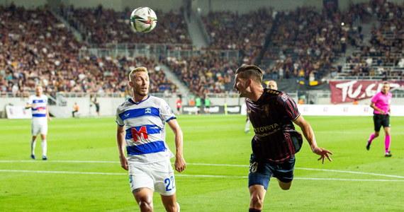 Pogoń Szczecin bezbramkowo zremisowała z NK Osijek w pierwszym meczu drugiej rundy kwalifikacji piłkarskiej Ligi Konferencji Europy. Rewanż odbędzie się za tydzień w Chorwacji.