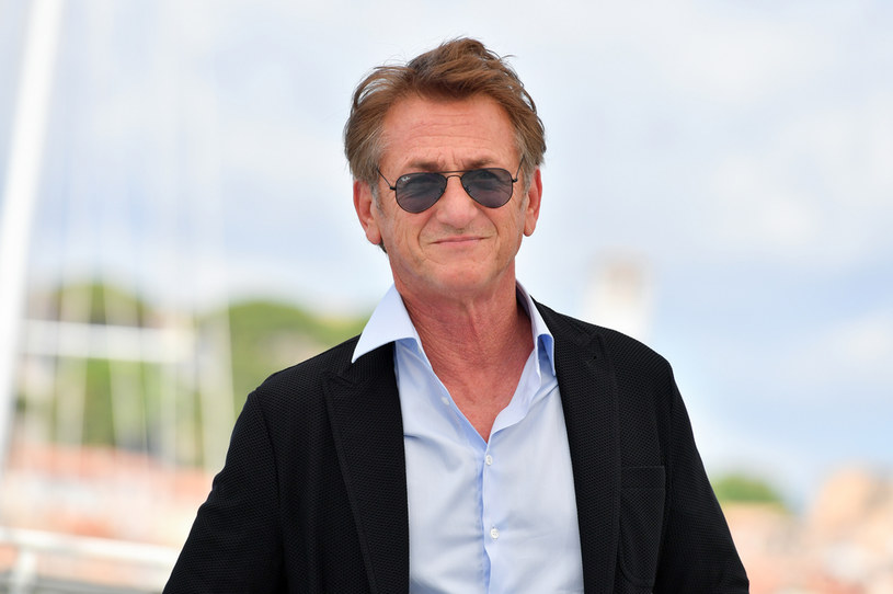 """Sean Penn w lipcu przerwał zdjęcia do serialu """"Gaslit"""", który opowiada o mniej znanych wątkach afery Watergate. Aktor oświadczył, że wróci na plan tylko wtedy, kiedy wszyscy członkowie ekipy będą zaszczepieni przeciw COVID-19."""