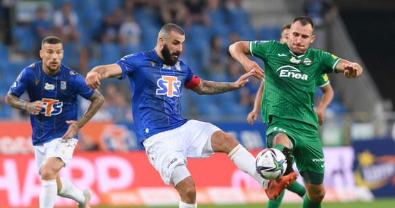 Nie było zwycięzców w piątkowych meczach piłkarskiej ekstraklasy, inaugurujących sezon 2021/22. Bruk-Bet Termalica Nieciecza zremisował u siebie ze Stalą Mielec 1:1, a Lech Poznań z Radomiakiem 0:0.