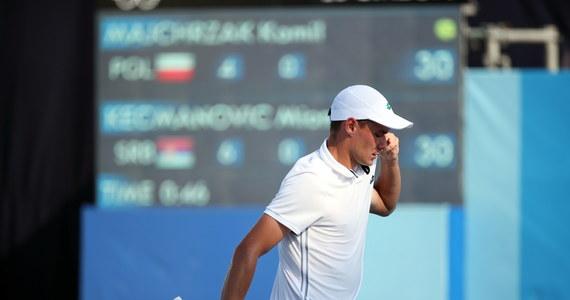 Kamil Majchrzak przegrał z wyżej notowanym Serbem Miomirem Kecmanovicem 4:6, 2:6 i odpadł w pierwszej rundzie olimpijskiego turnieju tenisistów w Tokio.