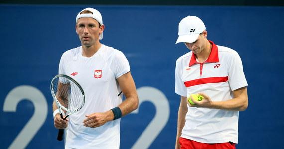 Rozstawieni z numerem piątym Hubert Hurkacz i Łukasz Kubot przegrali z niemiecką parą Jan-Lennard Struff, Alexander Zverev 2:6, 6:7 (5-7) i odpadli w pierwszej rundzie debla olimpijskiego turnieju tenisistów w Tokio.