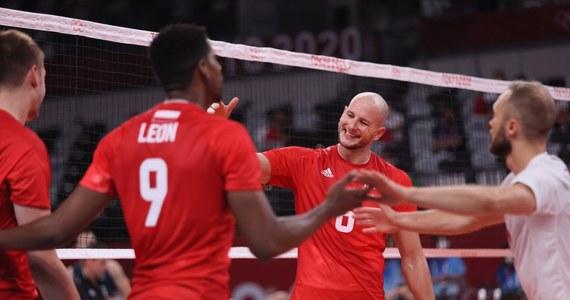 Była skuteczniejsza gra na kontratakach, większe zaangażowanie w obronie i lepsze zagrywki – jest i pierwsze zwycięstwo polskich siatkarzy na igrzyskach olimpijskich w Tokio. Biało-czerwoni w trzech setach pokonali Włochów w swoim drugim olimpijskim spotkaniu! Kolejny mecz już w środę. Wtedy naszymi rywalami będą Wenezuelczycy.