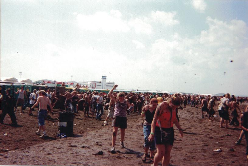 """""""Music Box. Woodstock '99: Pokój, miłość i agresja"""" to film dokumentalny o legendarnym święcie muzycznym, które wymknęło się spod kontroli. Produkcja jest już dostępna w serwisie HBO GO."""