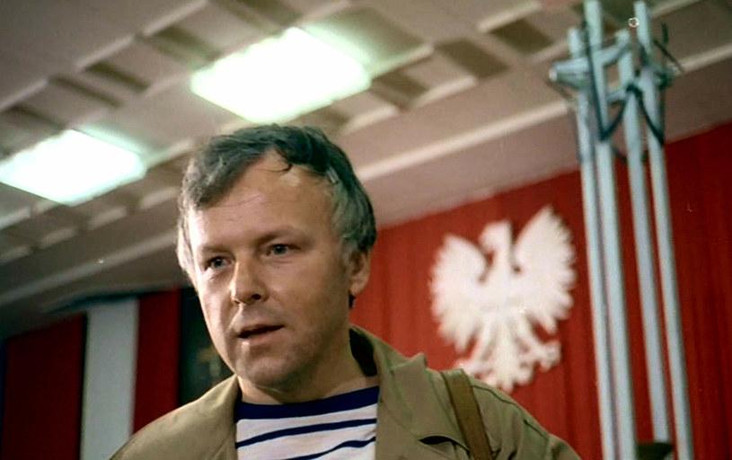 """40 lat temu, 27 lipca 1981 r., odbyła się krajowa premiera filmu """"Człowiek z żelaza"""" wyreżyserowanego przez Andrzeja Wajdę """"na zlecenie stoczniowców"""". Dwa miesiące wcześniej na 34. Międzynarodowym Festiwalu Filmowym w Cannes reżyser odebrał za ten obraz Złotą Palmę, a także Nagrodę Jury Ekumenicznego."""