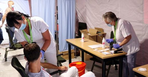 Rada Medyczna zaproponowała premierowi objęcie obowiązkiem szczepień całej służby zdrowia, części urzędników oraz pracowników gastronomii – ustalili nieoficjalnie dziennikarze RMF FM.