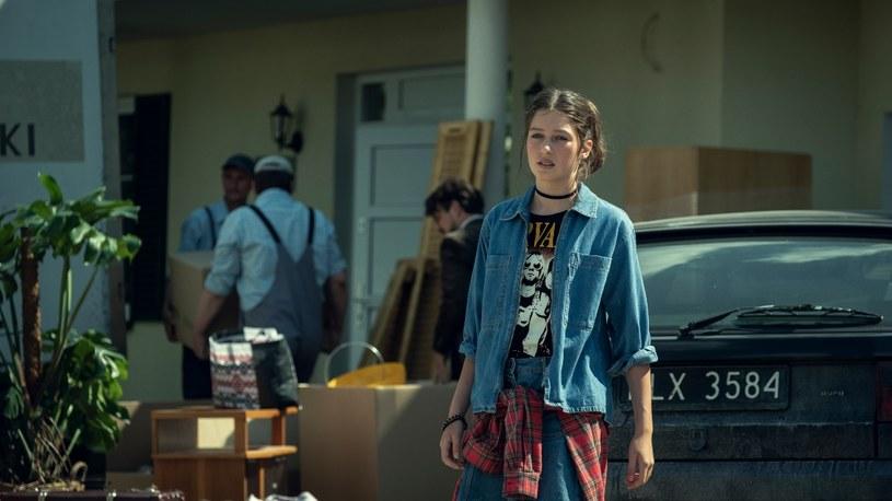 """Magdalena Różczka starała się ochronić swoją córkę przed światem show-biznesu, ona jednak zdecydowała się pójść w jej ślady i zostać aktorką. 13-letnia Wanda Marzec wystąpiła w serialu Netfliksa """"Rojst'97"""" i nie była to wcale jej pierwsza rola."""