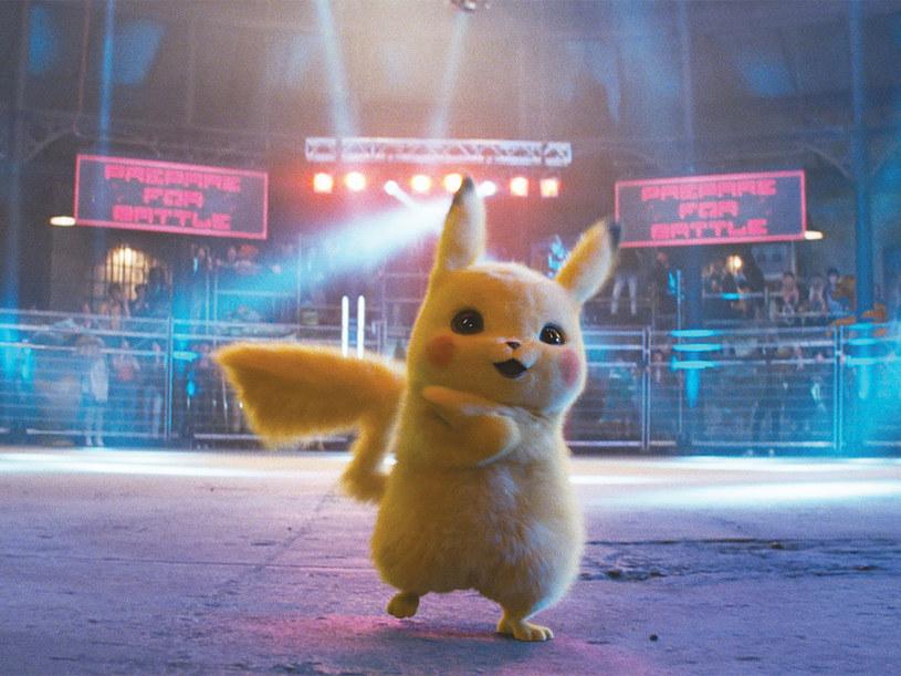 """Ruszają prace nad serialem aktorskim, którego bohaterami będą Pokemony. Pierwszym krokiem na drodze do jego powstania będzie zebranie grupy scenarzystów, tzw. writer's room, którzy napiszą poszczególne odcinki. Przewodzić im będzie showrunner serialu """"Lucyfer"""", Joe Henderson. Projekt powstaje dla platformy streamingowej Netflix."""