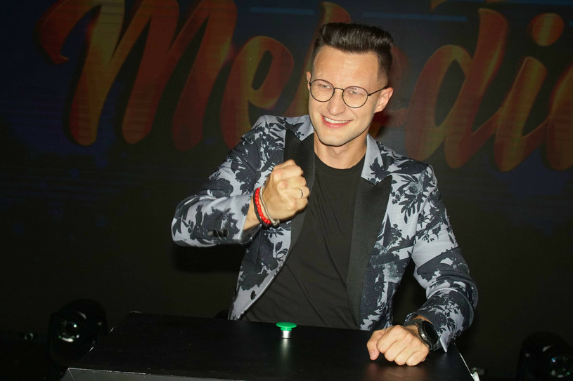 Kuba Urbański, lider discopolowej grupy Playboys, przekazał najnowsze informacje na temat swojego stanu zdrowia po groźnym wypadku samochodowym. Pijany kierowca wjechał w auto, którym zespół podróżował na prywatny koncert.