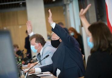 """""""Lex TVN"""" przyjęta z poprawkami przez sejmową komisję"""