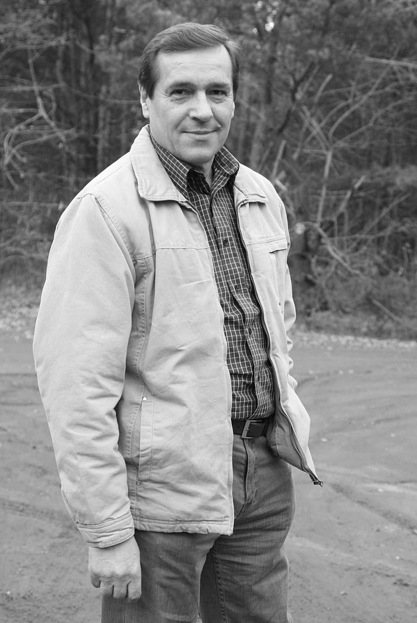 """Nie żyje aktor Jan Pęczek, znany m.in. z serialu TVP """"Barwy szczęścia"""". Miał 71 lat. Zmarł po długiej i nieuleczalnej chorobie. O śmierci aktora poinformował Maciej Englert na stronie Teatru Współczesnego w Warszawie."""