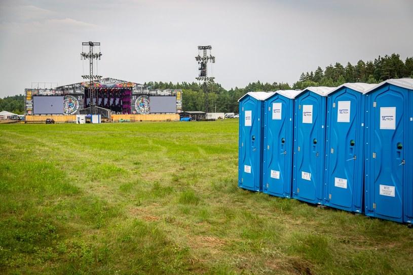 Budowa festiwalowej infrastruktury przed czwartkowym oficjalnym rozpoczęciem już się zakończyła, a bramy 27. Pol'and'Rock Festival zostały we wtorek o 11:00 otwarte dla festiwalowiczów. Pomimo mniejszej liczby uczestników wynikającej z ograniczeń covidowych, cała infrastruktura festiwalowa nie odbiega od tej w latach poprzednich.