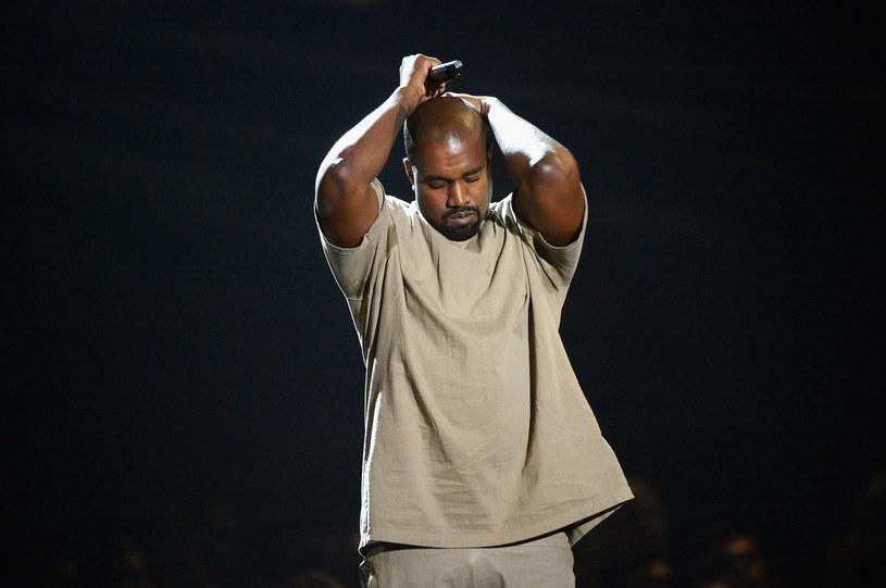 Kanye West potwierdził plotki i pokazał zdjęcie ze swojego tymczasowego mieszkania na stadionie w Atlancie. Nie są to luksusy. Wiadomo, ile czasu spędzi w nowym lokum raper.