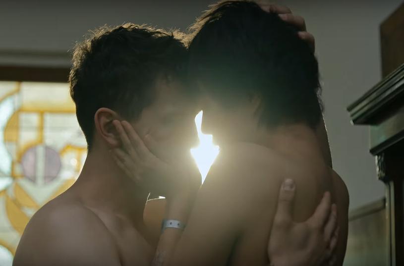 """Premiera nowego polskiego serialu Netfliksa """"Otwórz oczy"""" odbędzie się już 25 sierpnia 2021. Platforma zaprezentowała właśnie pierwszą zapowiedź produkcji."""