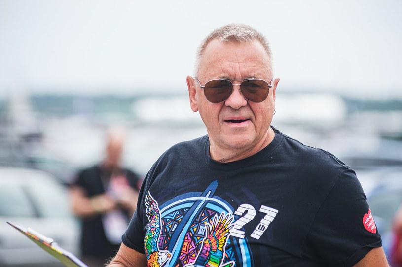 Podczas drugiego dnia Pol'and'Rock Festival 2021 doszło do nieporozumienia pomiędzy Jurkiem Owsiakiem a wojewodą zachodniopomorskim, Zbigniewem Boguckim. Chodzi o okrzyki publiczności skierowane do jednej z partii politycznych. Jest oficjalna odpowiedź wojewody.