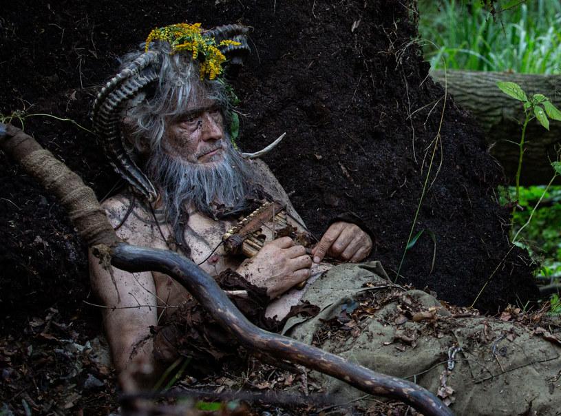 """Olgierd Łukaszewicz w swoim zawodowym portfolio zagrał mnóstwo ważnych, inspirujących ról. Ale takiej, jak w najnowszej produkcji Jana Jakuba Kolskiego """"Republika dzieci"""", jeszcze nie było. W tej baśniowej, wzruszającej historii dla dzieci, pełnej magicznych stworów, aniołów i leśnych duszków doświadczony aktor wcielił się w fauna."""