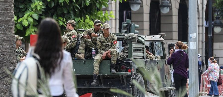 Władze Tunezji wszczęły śledztwo przeciwko trzem partiom politycznym podejrzewanym o otrzymywanie zagranicznego finansowania - poinformował w środę Reuters opierając się na źródle w organach sądowych. Śledztwem objęto dwie największe partie zawieszonego w niedzielę parlamentu.